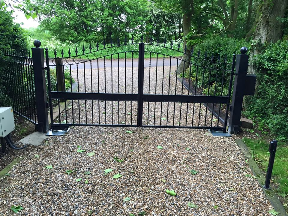 Wought iron gates with Gibidi underground automation
