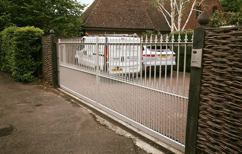 Installation in Ingatestone Gate fabricated by Ampm Fabrications Roger tech sliding gate system with diatem intercom