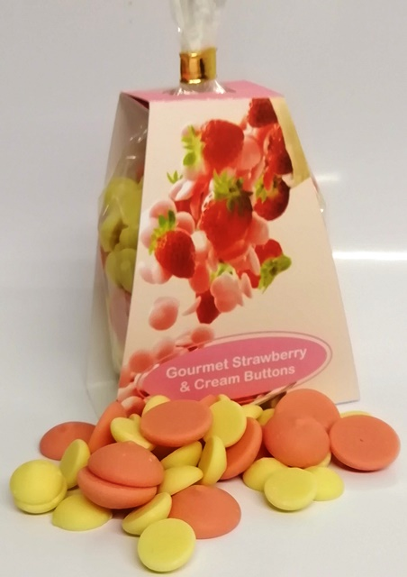 GOURMET STRAWBERRY AND CREAM BUTTONS