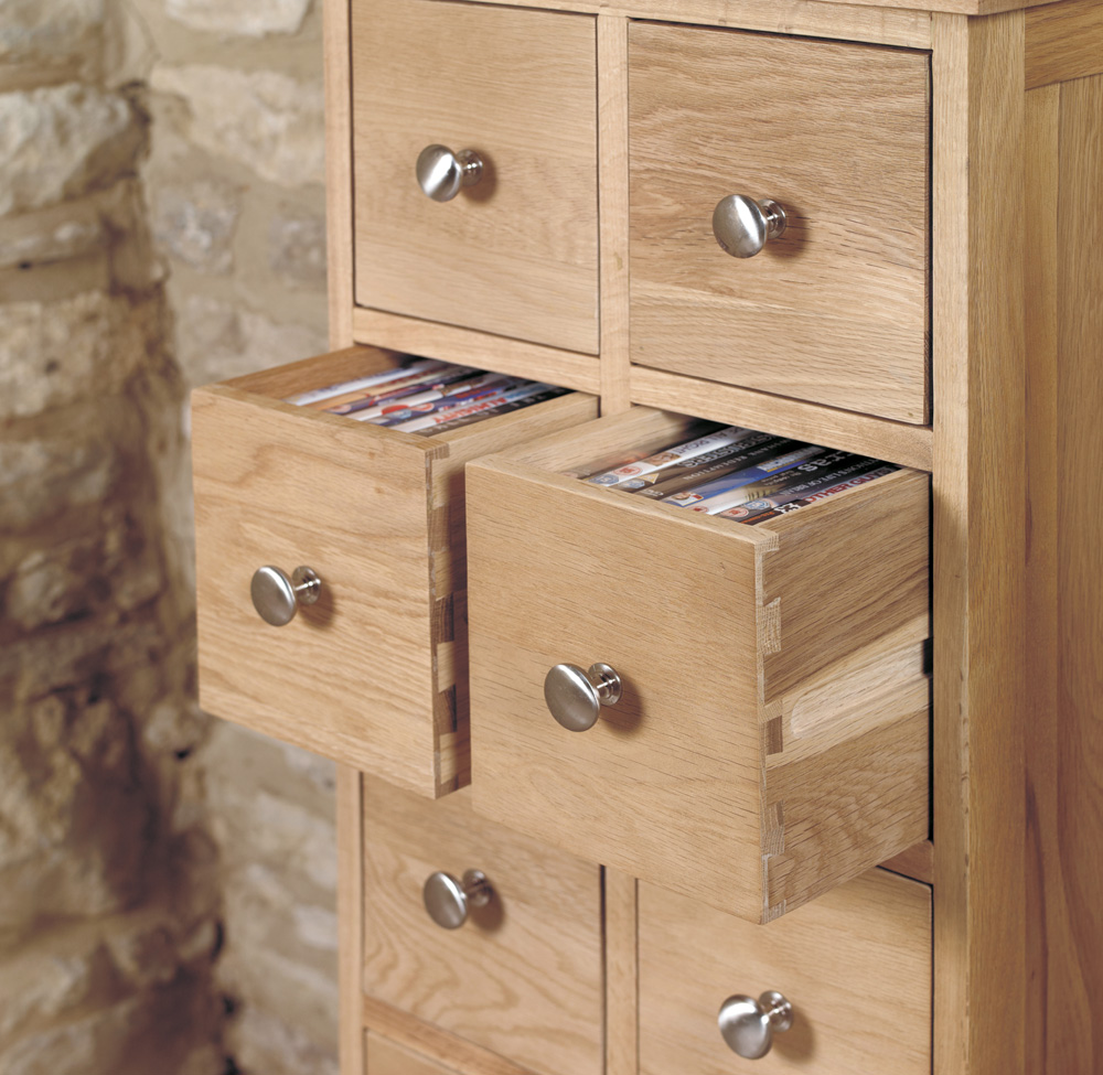 MOBEL - OAK DVD CD STORAGE CHEST