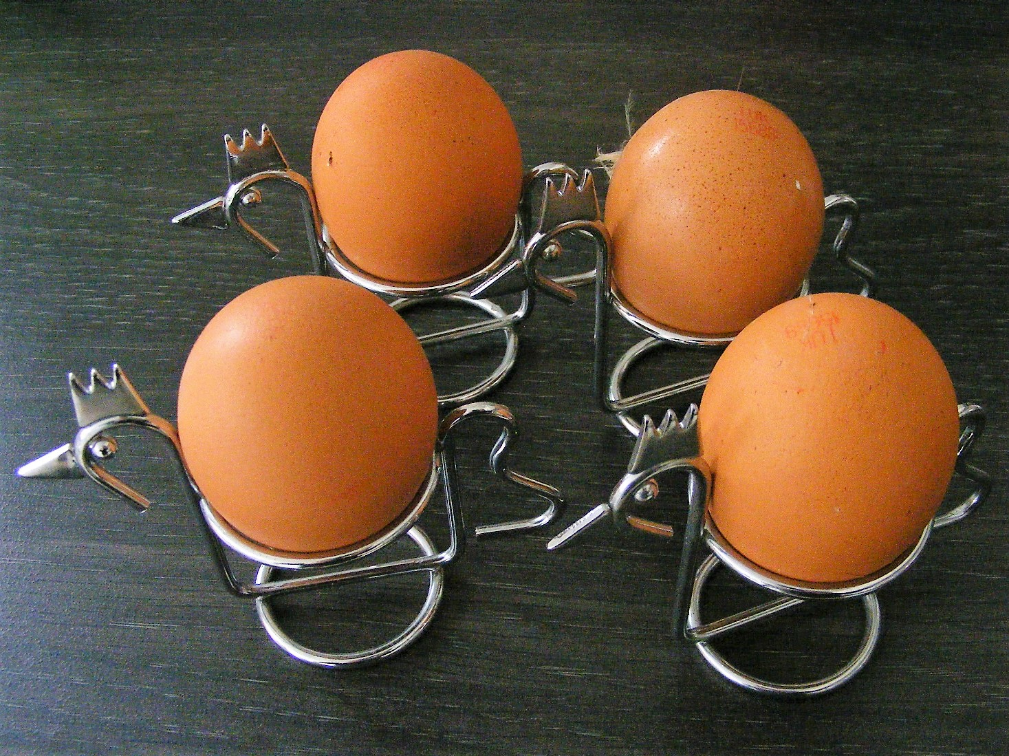 Vintage set of 4 stylish chrome hen shaped egg cups