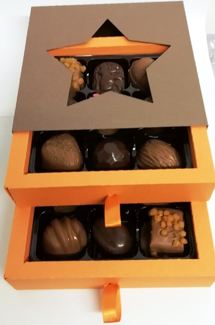 18 CHOCOLATE LUXURY SELECTION  BOX
