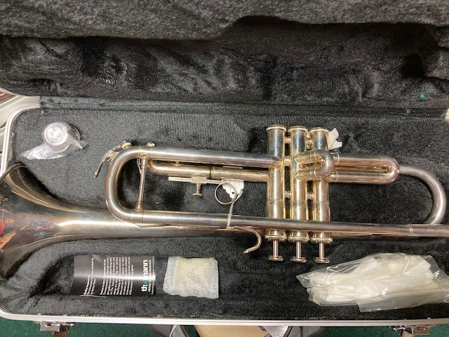 B8 - Silver trumpet 1jpg