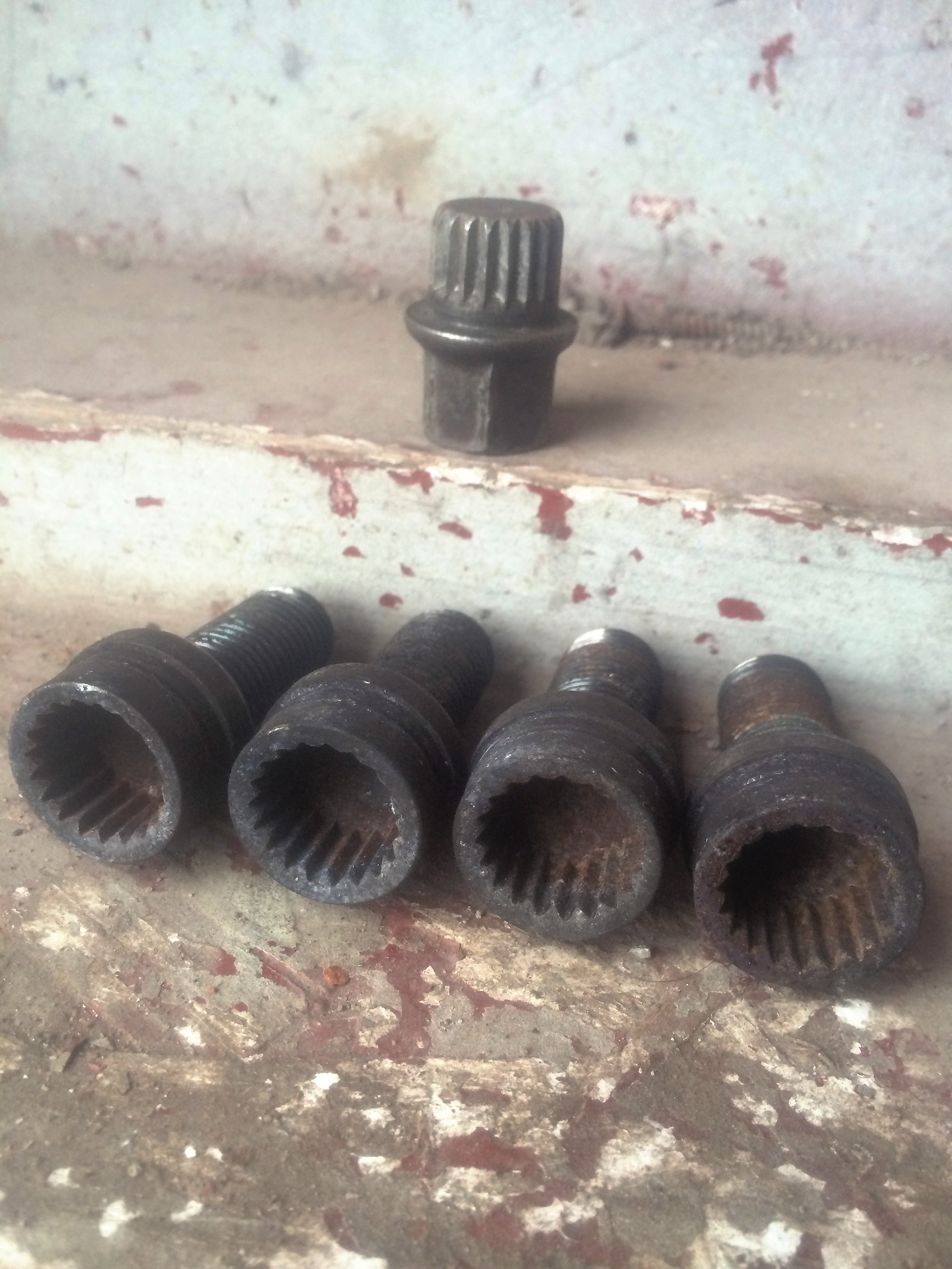 Audi b2, 3, 4 locking wheel bolts