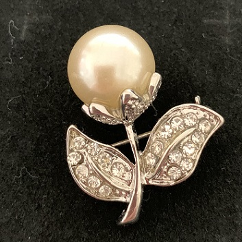 Small silver pearl brooches - pearl floret brooch 30 x 25 mm