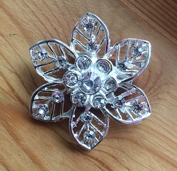 Small silver brooches - daffodil shape lacy flower brooch 40 mm
