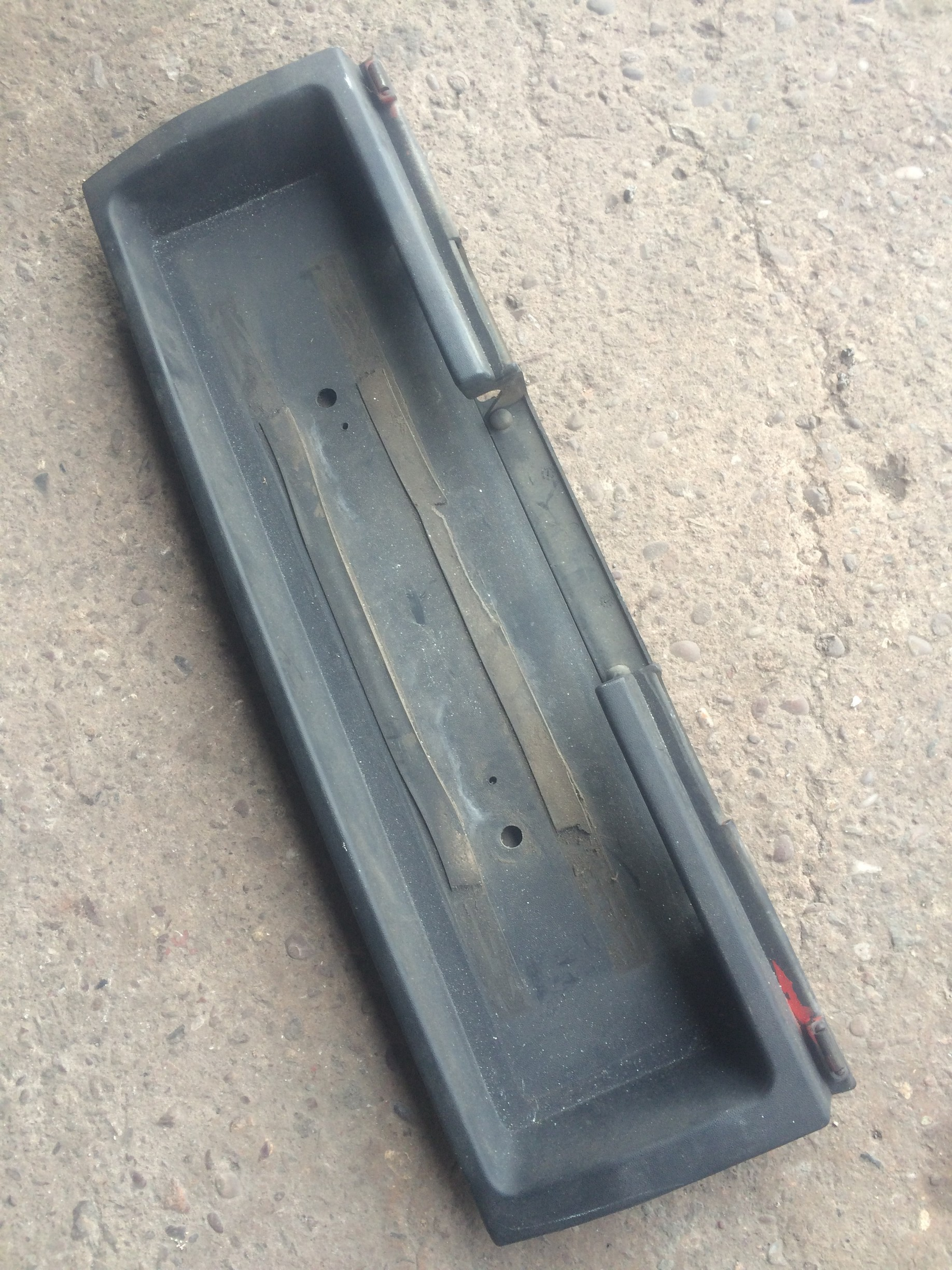 Audi 80 avant rear number plate surround
