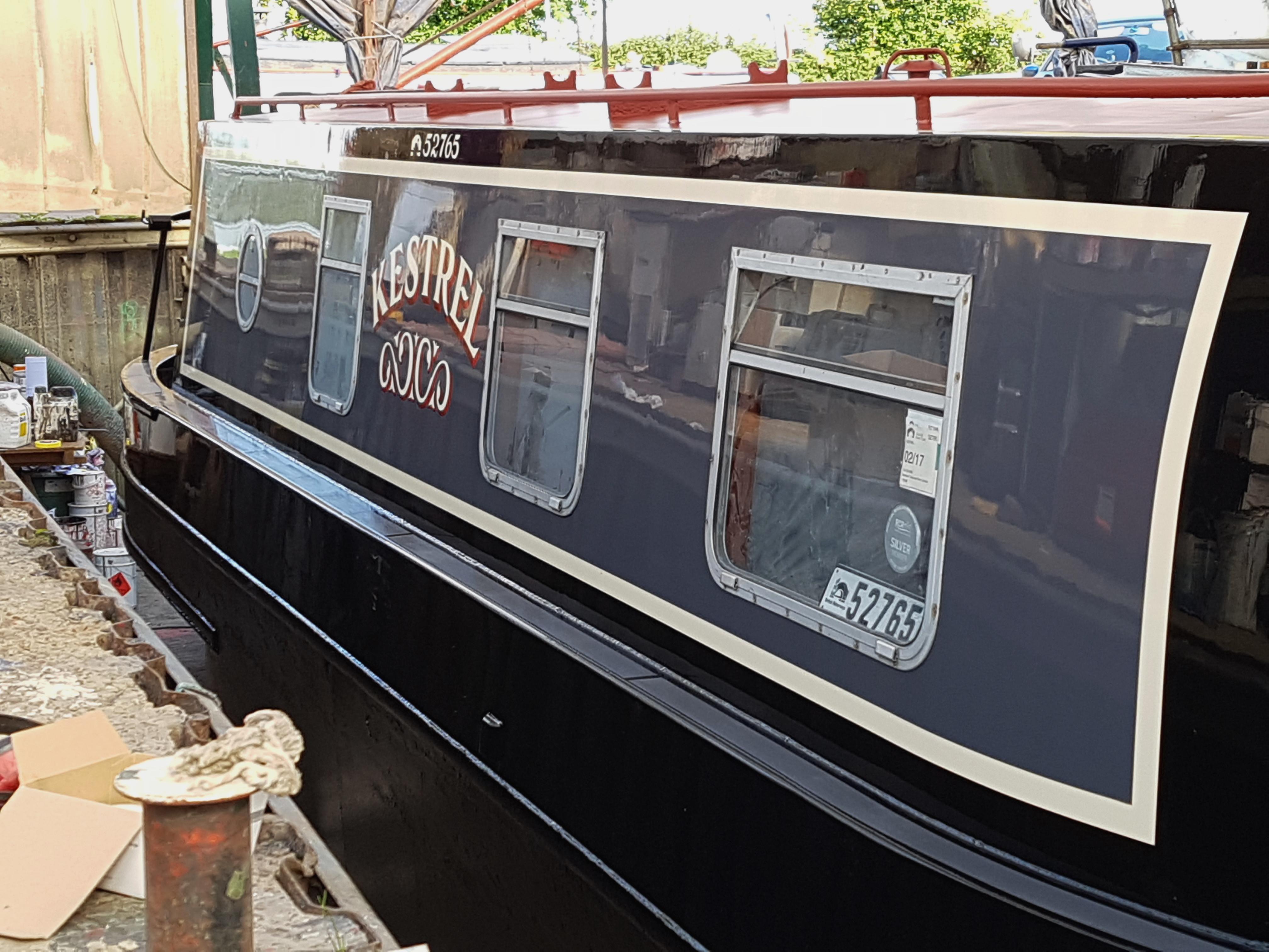 Painting Narrowboats And Widebeams At Baxter Boatyard