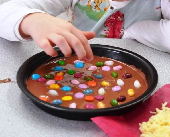 CHOCOLATE PIZZA KIT