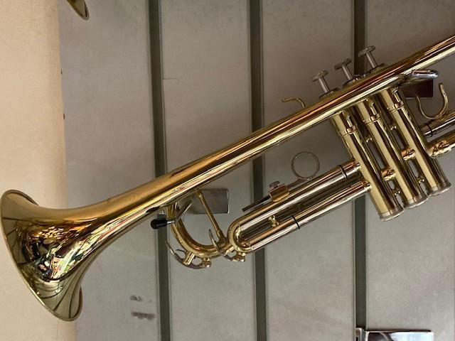 B5 - trumpet gold brass 2 2jpg