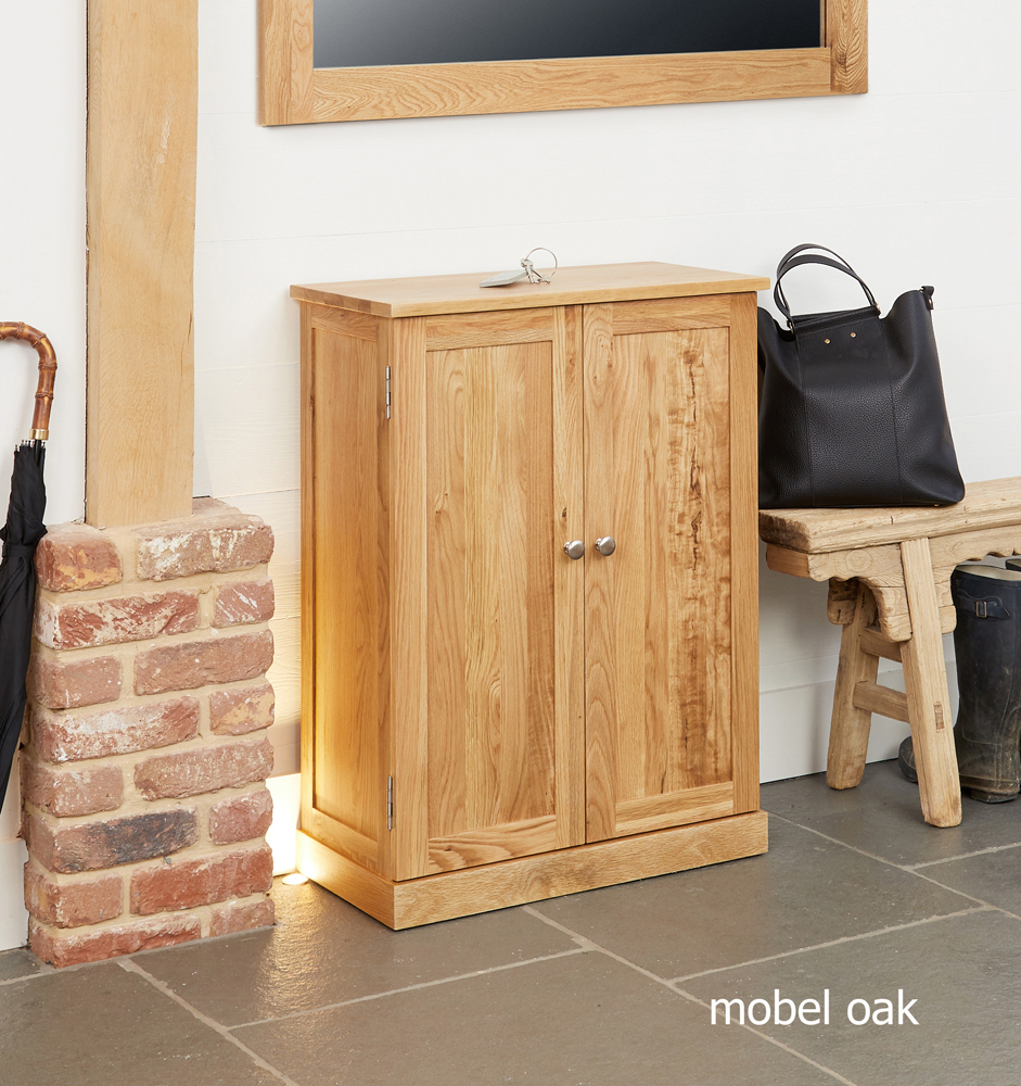 MOBEL - OAK SHOE CUPBOARD
