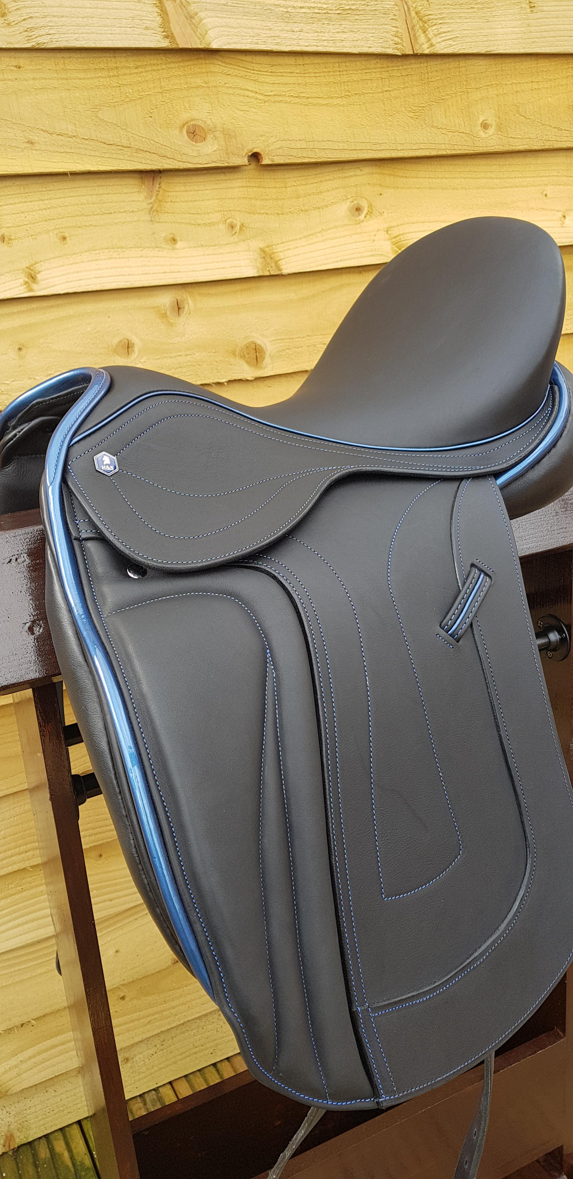 "Hastilow and Sons Bamburgh Dressage Saddle 17.5"" on an adjustable Bio Simatree"